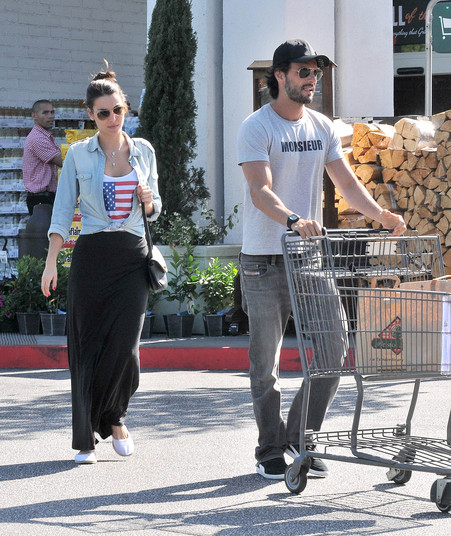 Rodrigo Santoro Shops For Groceries With New Girlfriend