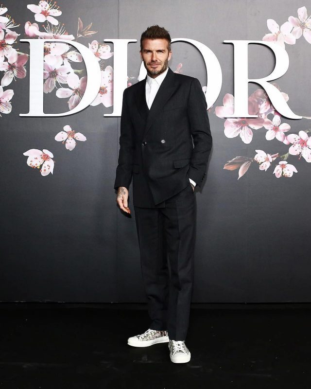 David Beckahm costume preto e tênis fashion