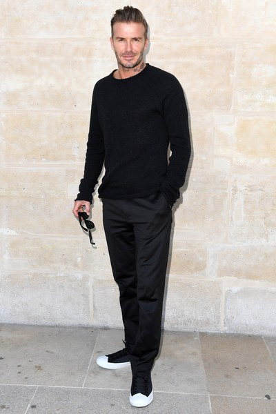 David beckham all black com tênis