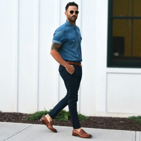Penny-Loafer-chino-e-camisa-jeans