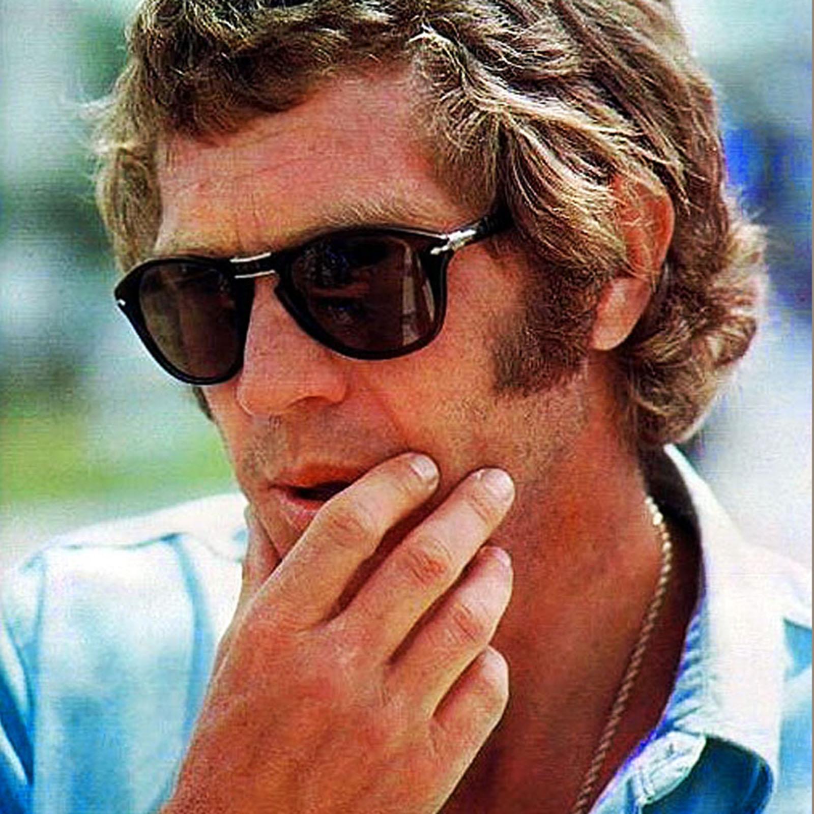 Steve Mcqueen óculos e cabelo